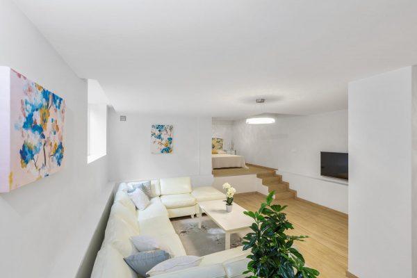 BEACH HOUSE - contemporary style